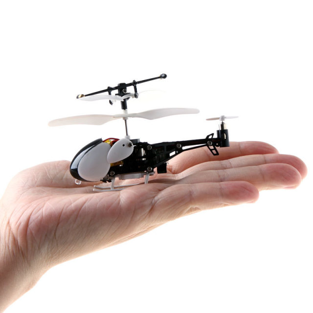 iHelicopter – Mini iPhone Controlled RC Helicopter