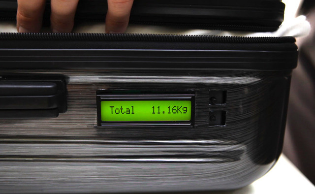 TUL Suitcase with built-in weighing scale by TUL Thustrelie