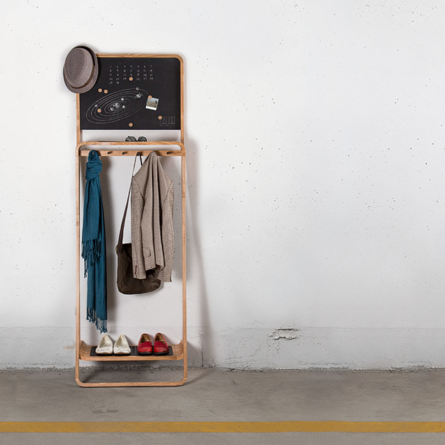 The Leaning Loop – Multi-purpose upright organizer