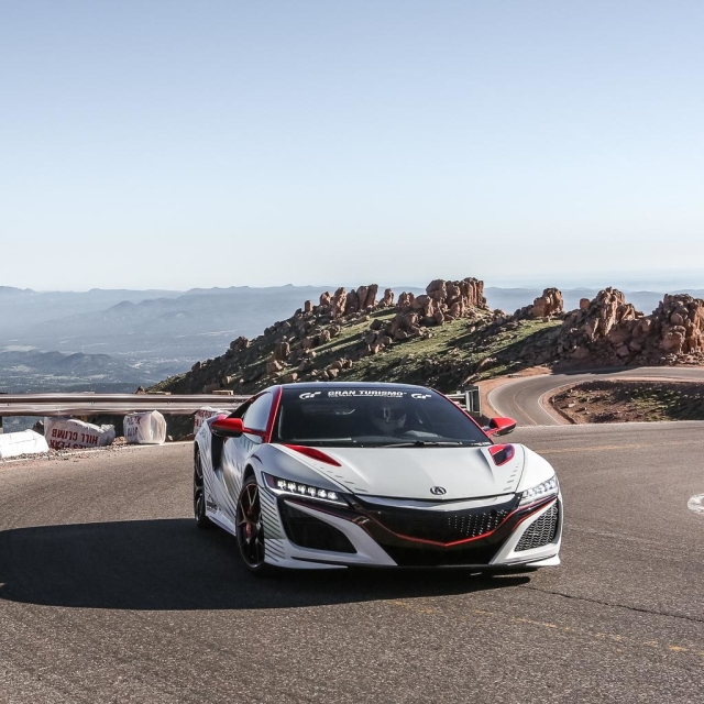 Watch the NSX scream its way up Pikes Peak